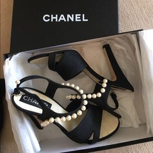 Chanel authentic heeled sandals in black